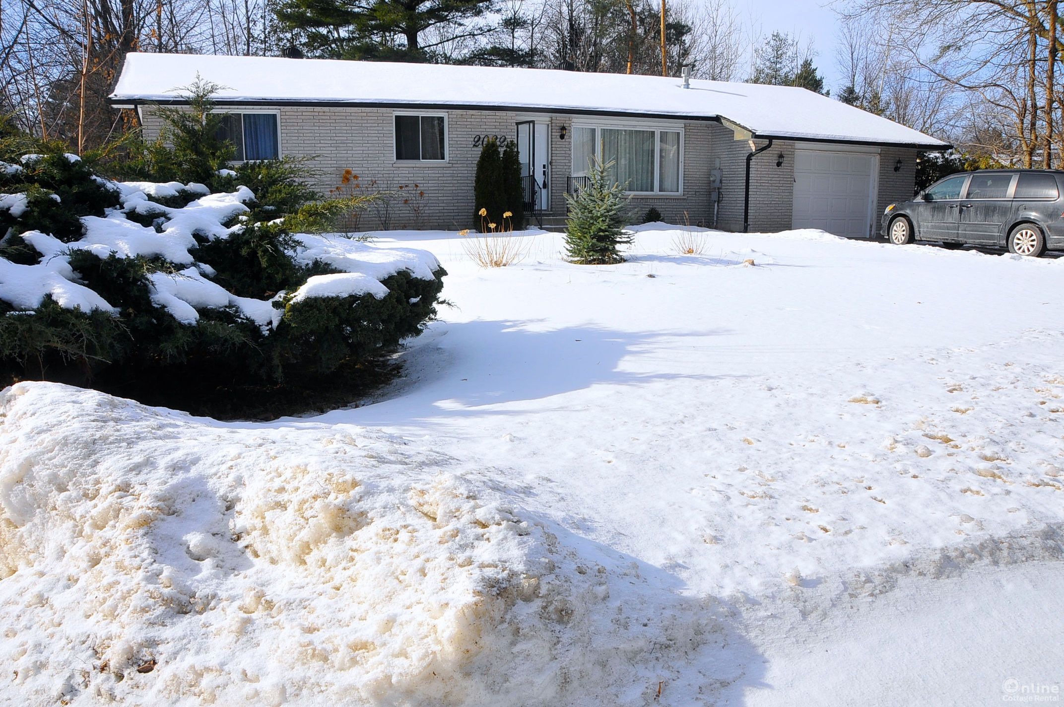 for log vacation br in cottage rent christie s home rentals bathroom barrie cottages innisfil rental